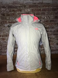 The North Face Women's M HyVent jacket New York, 11213