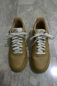 paio di Nike Air Force 1 bassa marrone Firenze, 50142