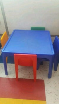 Toddler table w/chairs Long Beach, 90805