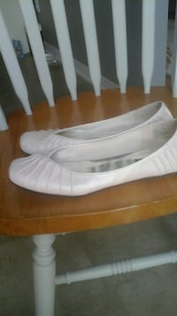pair of beige leather flats Courtice, L1E 2W2