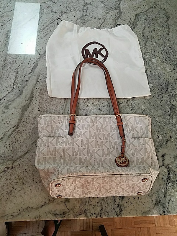 6d1e9bb0e248 Used Michael Kors Jet Set handbag for sale in Saint Charles - letgo