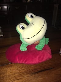 Adorable Plush Green Frog on Red Heart Pillow Thousand Oaks, 91320