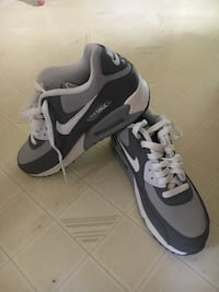 pair of gray-and-white Nike running shoes Manito, 61546