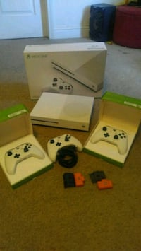 white Xbox 360 console with controller and game cases Merced, 95348