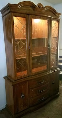 China cabinet/display case with light Wichita, 67205