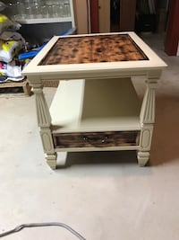 Refurbished side table   Saint Joseph, 56374