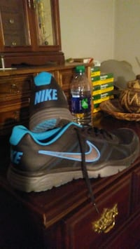 pair of black-and-blue Nike basketball shoes 1028 mi