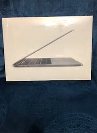 MacBook Pro 2018 touch bae 15 inch  Toronto