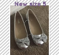 size 5 gray Place leather glittered flats