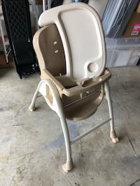 white and gray high chair Leesburg, 20175