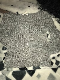 Gray and white scoop-neck shirt Winnipeg, R2W 0L5