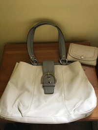 Authentic Coach purse and matching wallet Burnaby, V5J 3K5