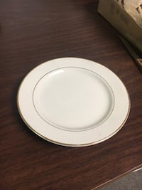 18 Ivory and Gold Rimmed Plates Woodbridge