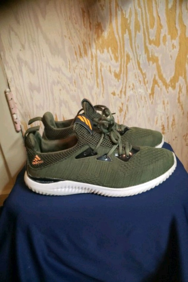 ADIDAS RUNNERS SIZE 8 7d1c0845-f1f5-4315-a538-ca018ab83bd7