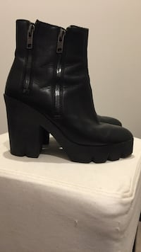 pair of women's black leather boots Camperdown, 2050