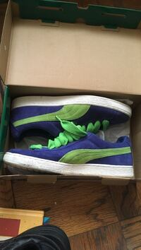 pair of blue-and-green low-top sneakers with box Washington, 20001