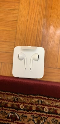 apple EarPods with lighting connector  Toronto, M4H 1L1