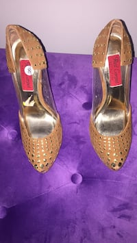 pair of brown leather peep toe heels Oakville, L6L 0P1