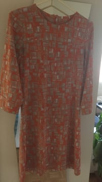 orange and gray crew-neck short-sleeved sheath dress