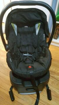Britax b-safe 35 infant carseat with base St. Catharines, L2N 2X4