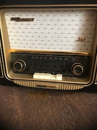 Am fm old radio replica, working condition Rockville, 20853