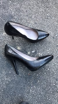 pair of black leather pointed-toe pumps Vaughan, L4K 5W4