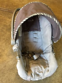 baby's gray and white car seat carrier Yuba City, 95993