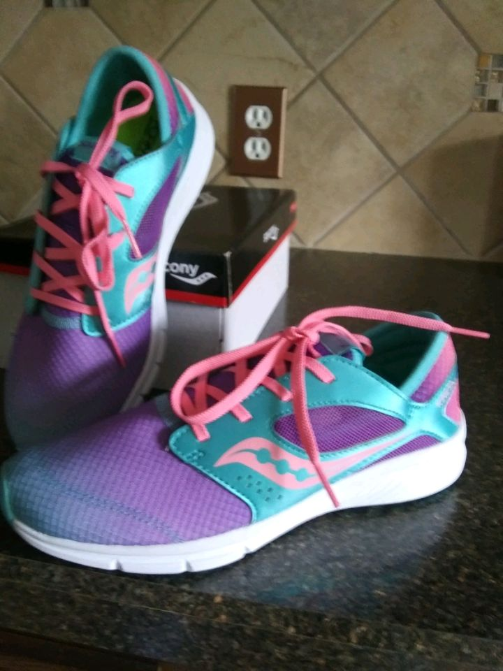 Photo New size 5 Saucony running shoes.