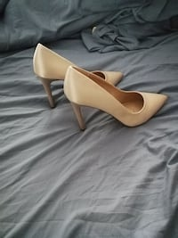 Satin shoes. Great for weddings. Barrie, L4M 6Z9