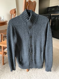 Uniqlo Wool Blended Sweater Size M 伯纳比, V5A 0A3