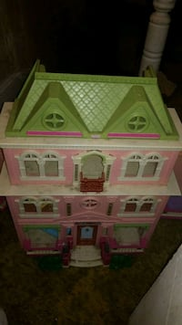 white, green, and pink plastic dollhouse Girardville, 17935