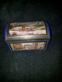 Musical Collectible Tin Gingerbread  Damascus, 20872