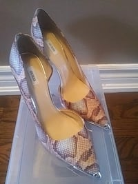 New! Guess Leather Heels - Size 10