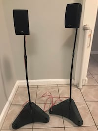 Speakers with stands and wireless Toronto, M8Y 2K7