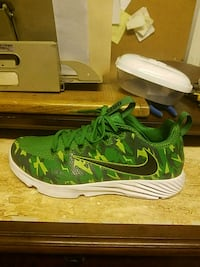pair of green-and-white Nike shoes size 9