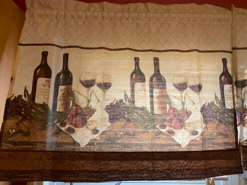 Lot of kitchen wine decor 3363b14c-0be5-44f8-a216-51a6bd72ab2d