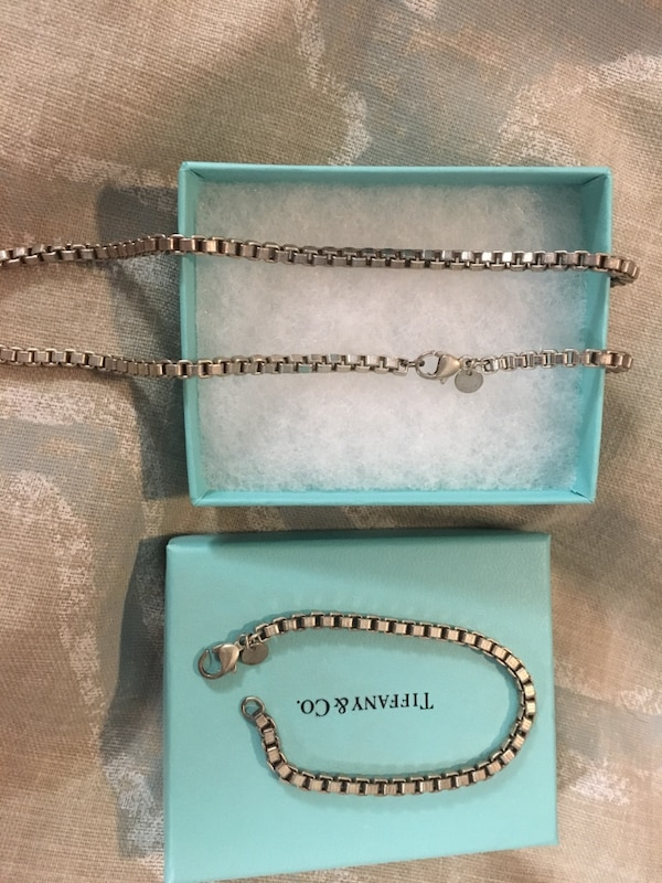 Tiffany's Venetian link necklace and bracket.