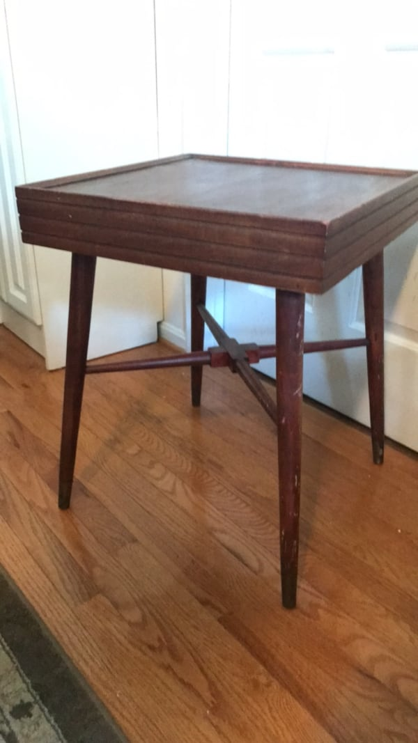 Side table 1affd85c-51ad-4c2a-a504-a81642c66c39