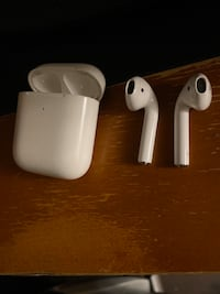 AirPods 2 with Wireless Charging Case - Warranty Still Active! Toronto, M6A 2S3