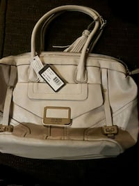 white guess purse  Kamloops, V2B 3C9