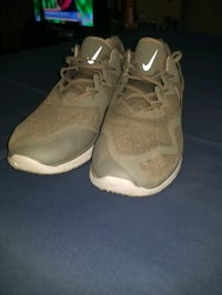 Size mens 13 like new nike air max running sneakers