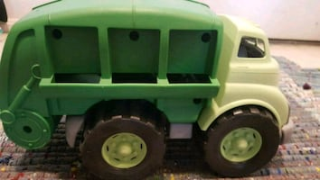green toys recycling truck in green color , BPA fr
