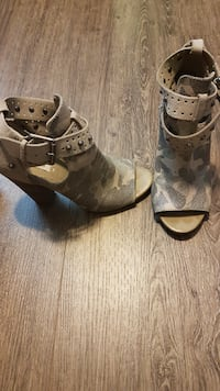 Guess Shoes size 6.5 null