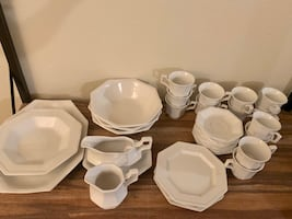Johnson Brothers Ironstone Made in England 35 piece Dish Set