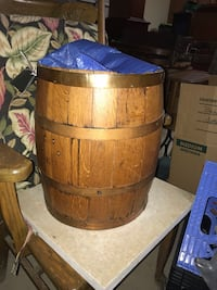 Antique wooden barrel Madison, 39110