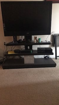 TV, New Wooden Stand & Xbox One w/ 2 controllers everything is in MINT CONDITION. $275 OBO Washington, 20002
