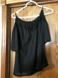 Womens off shoulder Lacey top L Sioux Falls, 57103