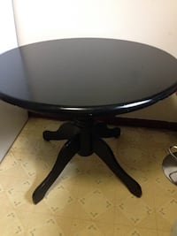 Round dining table  375 mi