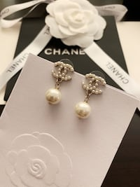 Brand new Chanel pearl earring