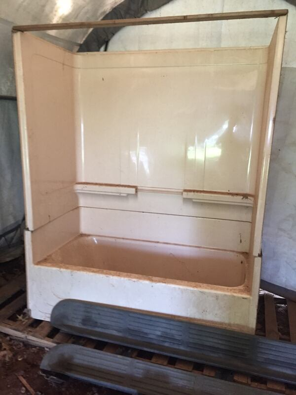 Right hand tub enclosure 1fee6487-6cfb-4df4-8e9e-bc71f31ff375